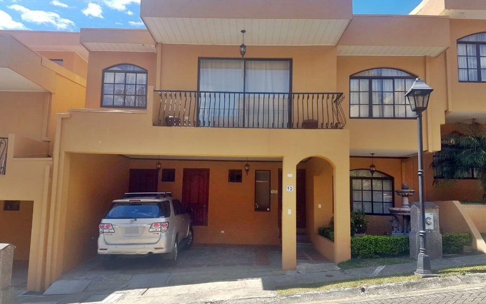 HOUSE CENTER VENDE CASA EN CONDOMINIO EN BELEN (LS-120)