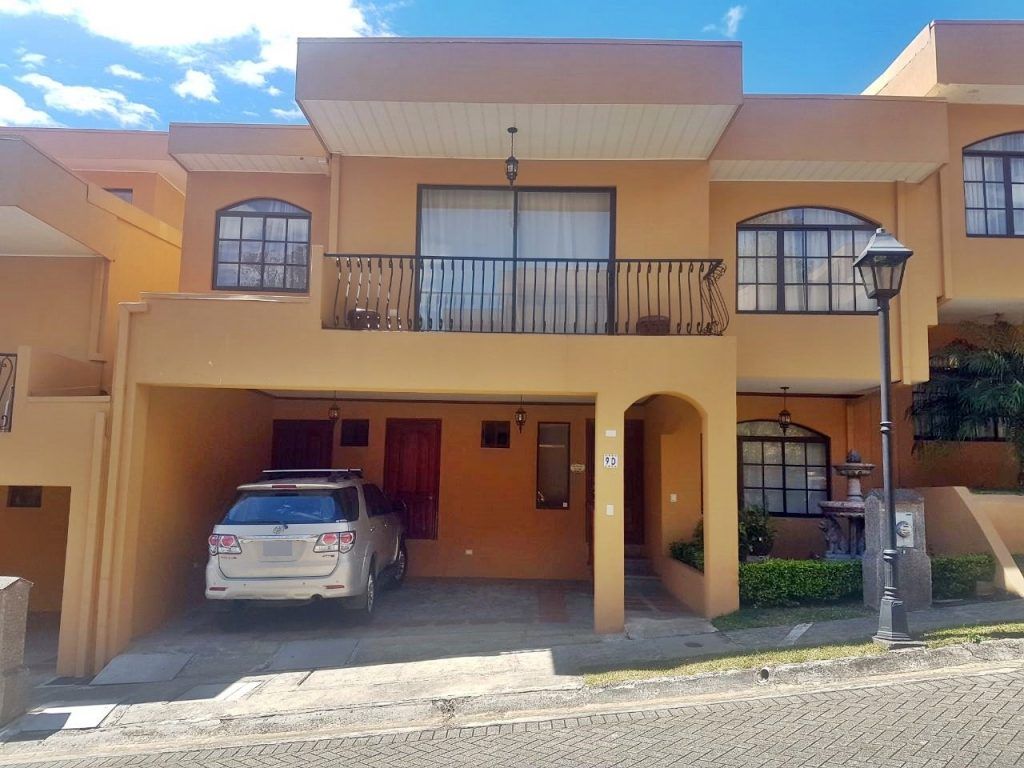 HOUSE CENTER VENDE CASA EN CONDOMINIO EN BELEN (LS-120)