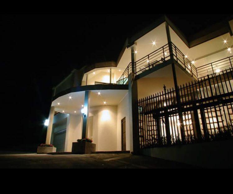 SE VENDE OPORTUNIDAD DE NEGOCIO, LUJOSO HOTEL BOUTIQUE-ESCAZU (MU-123)